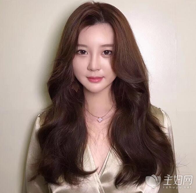 长发和短发八字刘海发型款式 圆脸女生最适合的发型