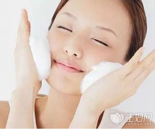 脸过敏红痒的紧急护理方法