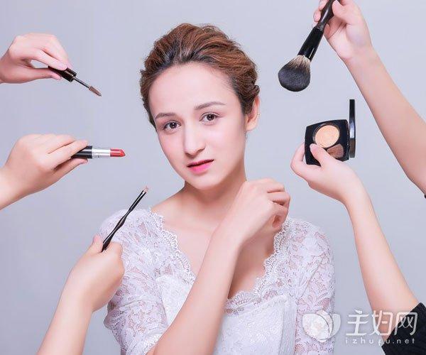 底妆用什么工具上妆更好