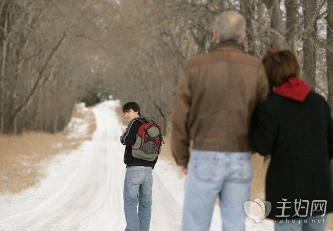 父母与孩子渐行渐远 今世不要留有遗憾