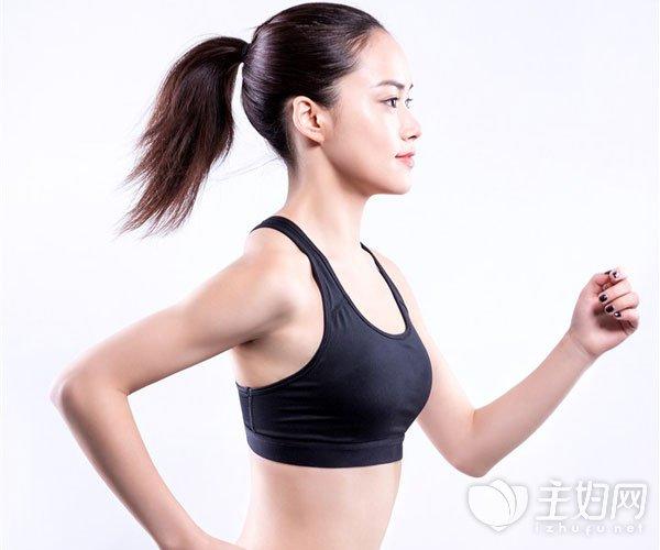 乳房下垂怎么矫正