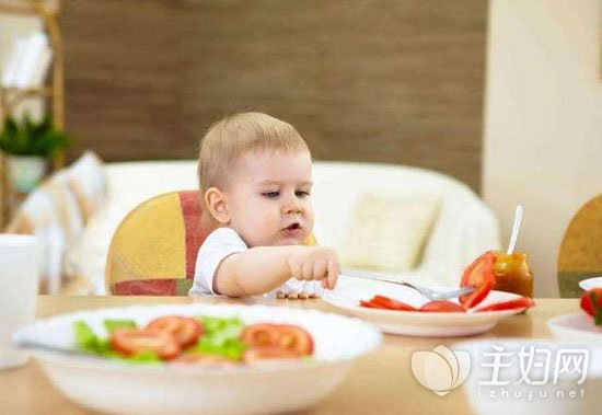 如何教宝宝吃饭