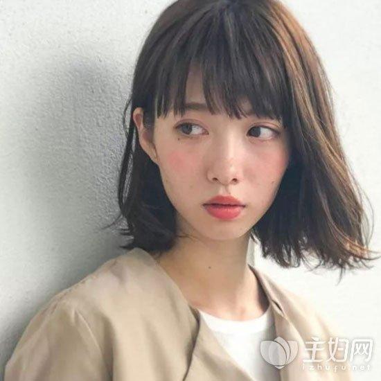 齐刘海中短发发型
