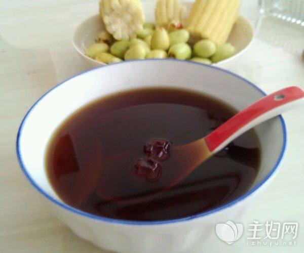 最简单有效的方法就是直接用热水冲泡饮用. 1,红糖泡水喝.