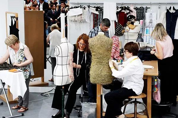 往后的Chanel产品还或许以Karl Lagerfeld作为构思来历,令品牌叙述的故事更为丰厚