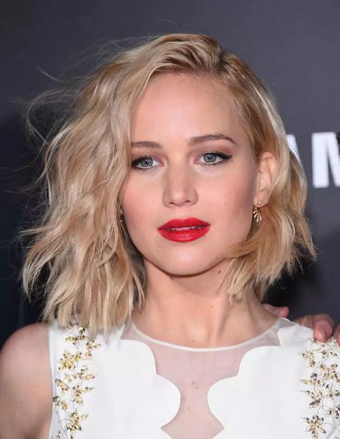 Jennifer Lawrence卷发造型
