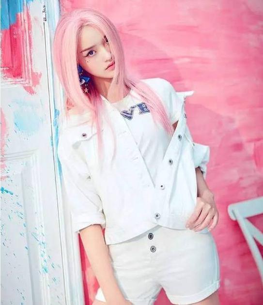 林允粉色头发造型