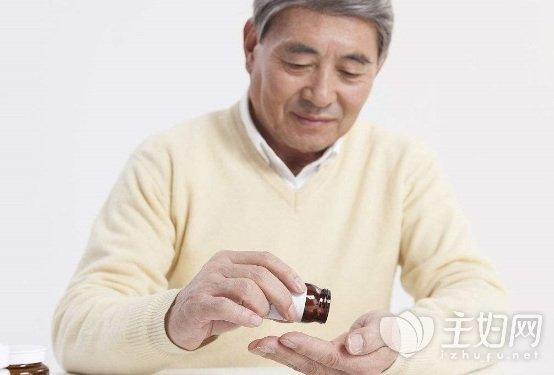 【老人之家英语】家有老人常服药?别忘记这几个吃药原则
