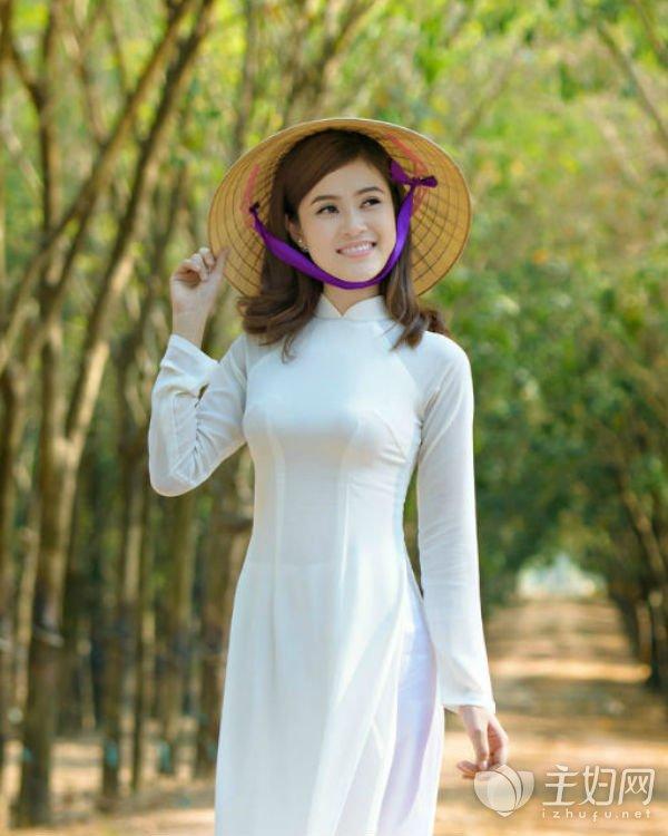 ao-dai-vietnam-online-shop-student-ao-dai-in-white.jpg